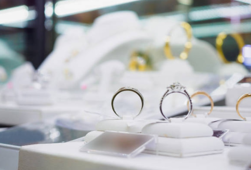 best time to buy engagement rings - 钻戒什么牌子好